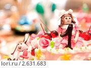Купить «Праздничный торт крупным планом», фото № 2631683, снято 21 мая 2011 г. (c) Антон Железняков / Фотобанк Лори