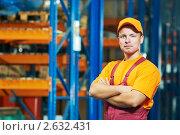 Купить «Рабочий склада», фото № 2632431, снято 17 ноября 2018 г. (c) Дмитрий Калиновский / Фотобанк Лори