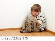 Купить «Семейный конфликт - наказанный родителями маленький мальчик плачет в углу», фото № 2632975, снято 20 июня 2011 г. (c) Илья Андриянов / Фотобанк Лори