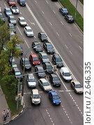 Купить «Машины на светофоре», фото № 2646335, снято 4 июля 2011 г. (c) Илюхина Наталья / Фотобанк Лори