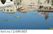 Купить «Дома отражаются в реке. Римини, Италия», видеоролик № 2649603, снято 28 мая 2011 г. (c) Алексей Кузнецов / Фотобанк Лори