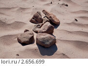 Камни на песке. Стоковое фото, фотограф Марина Зимина / Фотобанк Лори
