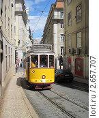 Лиссабон. Городской трамвай (2011 год). Редакционное фото, фотограф Александр Карябин / Фотобанк Лори