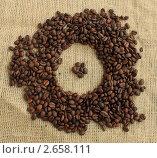 След от чашки на кофейных зернах. Стоковое фото, фотограф Денис Кошель / Фотобанк Лори