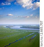 Купить «Пойма большой реки летом с высоты полета», фото № 2665707, снято 28 июня 2011 г. (c) Владимир Мельников / Фотобанк Лори