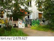 Купить «Заброшенный дом под снос», эксклюзивное фото № 2678627, снято 24 июля 2011 г. (c) Наталья Федорова / Фотобанк Лори