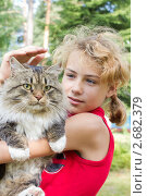 Купить «Девочка с котом», фото № 2682379, снято 10 июля 2011 г. (c) Юрий Викулин / Фотобанк Лори