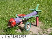 Купить «Скамейка в виде самолета на детской площадке», эксклюзивное фото № 2683067, снято 1 июля 2011 г. (c) Румянцева Наталия / Фотобанк Лори