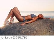 Красивая девушка на пляже. Стоковое фото, фотограф Alexander Tihonovs / Фотобанк Лори