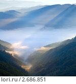 Купить «Горный туманный рассвет», фото № 2686851, снято 28 сентября 2008 г. (c) Юрий Брыкайло / Фотобанк Лори