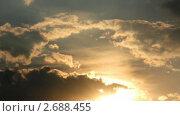 Купить «Плывущие облака на закате. Таймлапс», видеоролик № 2688455, снято 22 июля 2010 г. (c) Михаил Коханчиков / Фотобанк Лори