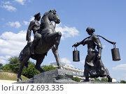 Ракурс скульптурной композиции «Григорий и Аксинья» в Вешенской (2011 год). Редакционное фото, фотограф Борис Панасюк / Фотобанк Лори
