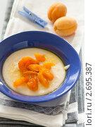 Купить «Манная каша с абрикосами», фото № 2695387, снято 4 июля 2011 г. (c) Лисовская Наталья / Фотобанк Лори