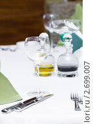 Купить «Бокал на столе», фото № 2699007, снято 26 сентября 2009 г. (c) Elnur / Фотобанк Лори