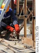 Купить «Рабочий-газорезчик за работой», фото № 2700759, снято 1 июля 2011 г. (c) Ольга Рындина / Фотобанк Лори