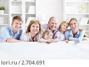 Улыбающаяся семья. Стоковое фото, фотограф Raev Denis / Фотобанк Лори