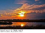 Купить «Закат солнца на озере», фото № 2705167, снято 26 сентября 2010 г. (c) ElenArt / Фотобанк Лори