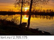 Купить «Закат солнца на озере», фото № 2705175, снято 5 октября 2010 г. (c) ElenArt / Фотобанк Лори