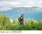 Купить «Девушка-туристка на фоне гор», фото № 2709879, снято 18 июля 2011 г. (c) Яков Филимонов / Фотобанк Лори
