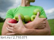 Купить «Молодой человек в зеленом поле», фото № 2710071, снято 7 августа 2011 г. (c) Никита Вишневецкий / Фотобанк Лори