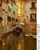 Купить «Прогулка по узким каналам. Венеция.», фото № 2718327, снято 27 ноября 2010 г. (c) Victoria Demidova / Фотобанк Лори