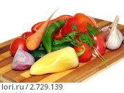 Овощи на разделочной доске. Стоковое фото, фотограф Сергей Слабенко / Фотобанк Лори