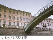 Отражение набережной и моста в воде канала Грибоедова, эксклюзивное фото № 2733219, снято 18 августа 2011 г. (c) Александр Алексеев / Фотобанк Лори