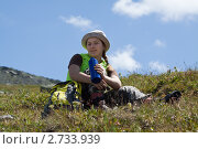 Купить «Женщина-туристка с термосом в горах», фото № 2733939, снято 17 июля 2011 г. (c) Яков Филимонов / Фотобанк Лори