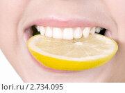 Купить «Лимон в зубах», фото № 2734095, снято 13 августа 2011 г. (c) RedTC / Фотобанк Лори