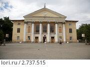 Купить «Дом культуры в г. Новочеркасске», фото № 2737515, снято 17 августа 2011 г. (c) Андрей Гривцов / Фотобанк Лори