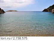 Каменистый берег моря со скалами. Стоковое фото, фотограф valentina vasilieva / Фотобанк Лори
