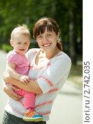 Мама с дочкой на улице. Стоковое фото, фотограф Яков Филимонов / Фотобанк Лори