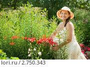 Купить «Женщина среди цветов на даче», фото № 2750343, снято 3 июля 2011 г. (c) Яков Филимонов / Фотобанк Лори