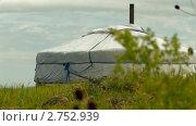 Купить «Монгольская юрта на острове Ольхон. Озеро Байкал», видеоролик № 2752939, снято 13 марта 2011 г. (c) Виталий Зверев / Фотобанк Лори
