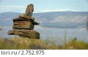 Купить «Языческий символ огня из камней на вершине горы. Байкал. Ольхон», видеоролик № 2752975, снято 13 марта 2011 г. (c) Виталий Зверев / Фотобанк Лори
