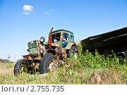 Старый трактор с телегой. Стоковое фото, фотограф Иван Губанов / Фотобанк Лори