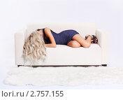 Купить «Девушка лежит на диване», фото № 2757155, снято 22 июля 2011 г. (c) Serg Zastavkin / Фотобанк Лори