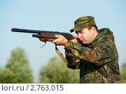 Купить «Охотник с ружьем», фото № 2763015, снято 22 мая 2018 г. (c) Дмитрий Калиновский / Фотобанк Лори