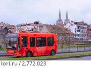 Купить «Городской автобус Байонне, Франция», фото № 2772023, снято 2 апреля 2011 г. (c) Ростислав Агеев / Фотобанк Лори