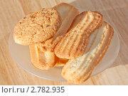 Купить «Печенье на блюдце», фото № 2782935, снято 1 сентября 2011 г. (c) Шупейко Алексей / Фотобанк Лори