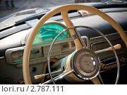"""Купить «""""Волга"""" ГАЗ-21. Салон. Рулевое колесо и спидометр», фото № 2787111, снято 19 апреля 2010 г. (c) Алексей Потапов / Фотобанк Лори"""