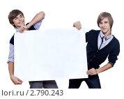 Два подростка с плакатом. Стоковое фото, фотограф Юрий Викулин / Фотобанк Лори