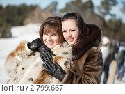 Купить «Две веселые девушки в зимнем лесу», фото № 2799667, снято 27 февраля 2011 г. (c) Яков Филимонов / Фотобанк Лори