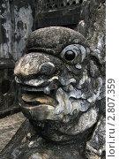 Купить «Голова каменного дракона на ступенях гробницы в окрестностях города Хюэ во Вьетнаме», фото № 2807359, снято 15 февраля 2011 г. (c) Раппопорт Михаил / Фотобанк Лори