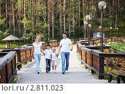 Купить «Семья на прогулке», фото № 2811023, снято 13 августа 2011 г. (c) Raev Denis / Фотобанк Лори