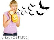 Купить «Девушка с тыквой для Хэллоуина», фото № 2811835, снято 22 февраля 2020 г. (c) Allika / Фотобанк Лори