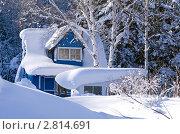 Купить «Дачный домик в сугробе», фото № 2814691, снято 13 января 2011 г. (c) RedTC / Фотобанк Лори