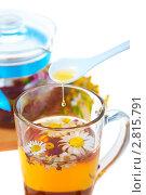 Купить «Ромашковый чай с медом», фото № 2815791, снято 22 июля 2011 г. (c) Ольга Красавина / Фотобанк Лори