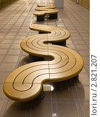Купить «Деревянные скамейки в офисном здании», фото № 2821207, снято 19 сентября 2018 г. (c) Юрий Запорожченко / Фотобанк Лори