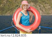 Купить «Девушка со спасательным кругом», фото № 2824835, снято 24 апреля 2019 г. (c) Игнатьев Михаил / Фотобанк Лори